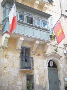 マルタ島首都バレッタの石造りのアパートメント