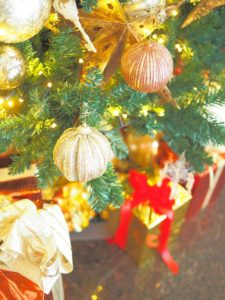 クリスマスツリーの足元